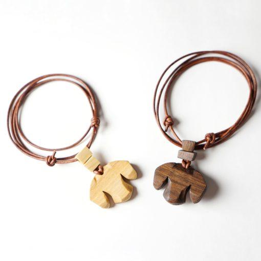 Dackel Anhänger aus Holz Anhänger Brosche Dackel - Kopf mit Perlen aus Nussholz oder Ahornholz