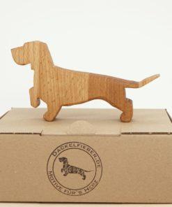 Dackel aus Holz. Rauhaardackel aus Holz