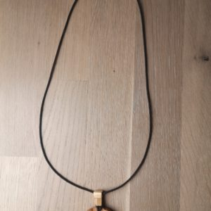 Anhänger Dackel-Kopf Ahorn, mit verstellbaren Lederband Dackel Anhänger aus Holz